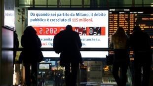Una pantalla de computadora en Roma muestra la deuda italiana aumentando en tiempo real, el pasado 15 de febrero de 2018.