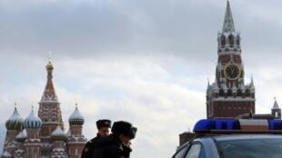دورية للشرطة الروسية في الساحة الحمراء في 2011