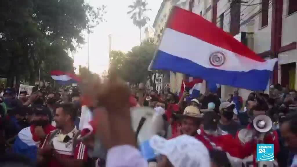 2021-03-07 00:05 Presidente de Paraguay pide a su gabinete poner sus cargos a disposición