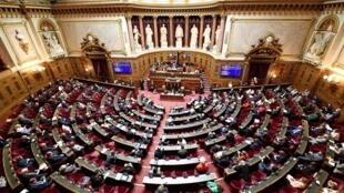 """Les sénateurs entament deux semaines d'examen du projet de loi """"confortant le respect des principes de la République"""", dont le but est de combattre l'islamisme radical."""
