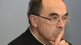 Des victimes de prêtres pédophilies reprochent au cardinal Barbarin et à d'autres responsables de ne pas avoir informé la justice de ces agissements.