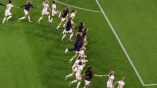 La selección inglesa celebra después del partido de cuartos de final contra Noruega en el Stade Oceane, El Havre, Francia, el 27 de junio de 2019