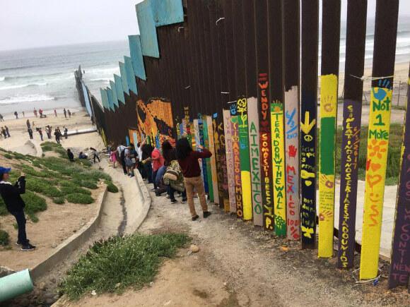 Le mur entre San Diego et Tijuana s'étend jusqu'au Pacifique.