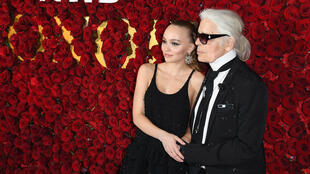 Lily-Rose Depp, une des egéries de Chanel et Karl Lagerfeld en octobre 2017 à New York.