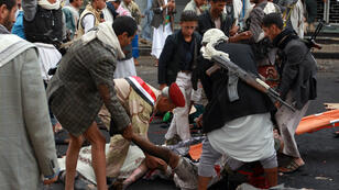 Les abords de la place Tahrir à Sanaa, après l'attentat suicide.