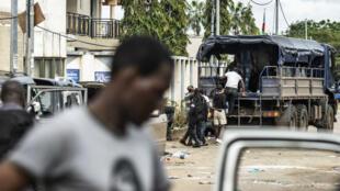La police gabonaise arrête des opposants à Libreville, le 1er septembre 2016.