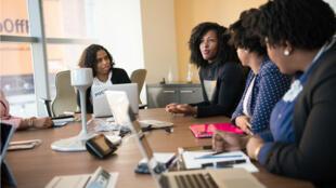 """En Europe,  seulement 24 % des diplômés en sciences de l'information sont des femmes, selon le rapport """"Femmes à l'ère numérique"""" 2018 de la Commission européenne."""