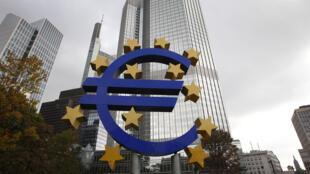 Les ministres des Finances de la zone euro se sont mis d'accord pour verser 10,3 milliards d'euros de prêts à la Grèce.