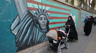 Une fresque anti-américaine sur les murs de Téhéran.