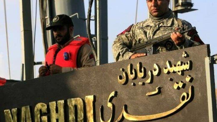 """جنود على متن الفرقاطة الإيرانية """"نقدي"""""""