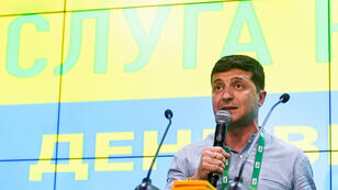 El presidente ucraniano, Volodimyr Zelenski, pronuncia un discurso en la sede electoral de su partido en Kiev, Ucrania, el 21 de julio de 2019, después de las elecciones parlamentarias.