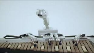 شمعون، روبوت يغني ويعزف الموسيقى سيطرح ألبومه في الأسابيع المقبلة