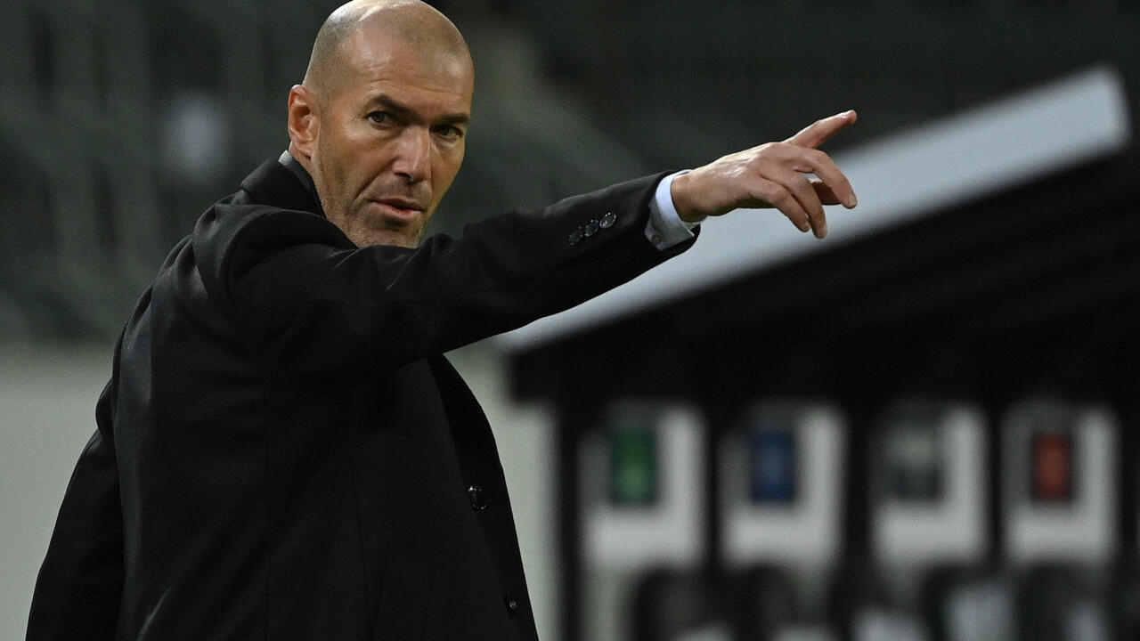 ريال مدريد يعلن استقالة الفرنسي زين الدين زيدان من تدريب فريقه لكرة القدم