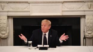 الرئيس الأميركي دونالد ترامب متحدّثاً أمام الصحافيين في البيت الأبيض في 18 أيار/مايو 2020.