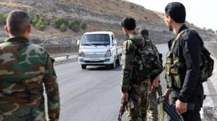 قوات سوريا الديمقراطية بالقرب من نهر الفرات شمال محافظة حلب بالقرب من الحدود التركية