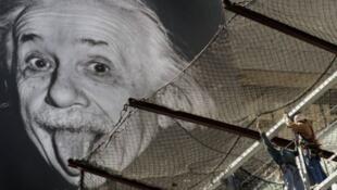 عالم الفيزياء الشهير ألبرت آينشتاين (1955/1879).