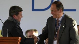 Le représentant de l'ELN, Pablo Beltran, et celui du gouvernement colombien, Juan Camilo Restrepo, à Quito, le 7 février 2017.