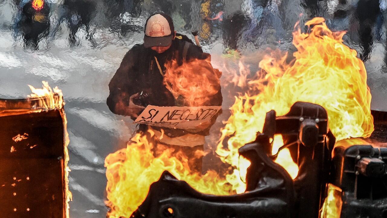 Los manifestantes aseguraron que los agentes especiales intentaron dispersar la protesta lanzando gases lacrimógenos, lo que hizo que se presentaran choques con las autoridades. 13 de septiembre de 2020.