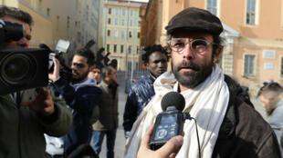 Agriculteur du sud-est de la France, Cédric Herrou a été condamné à 3000 euros d'amende avec sursis pour avoir aidé des migrants à franchir la frontière franco-italienne.