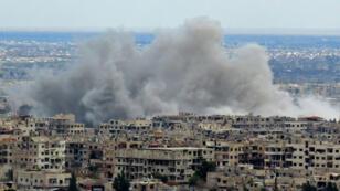 قصف على منطقة الغوطة الشرقية، قرب دمشق.