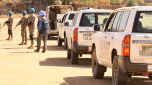 أعضاء من بعثة الأمم المتحدة والاتحاد الافريقي (يوناميد) في مخيم كالما للنازحين في نيالا، عاصمة جنوب دارفور في 31 كانون الأول/ديسمبر 2020