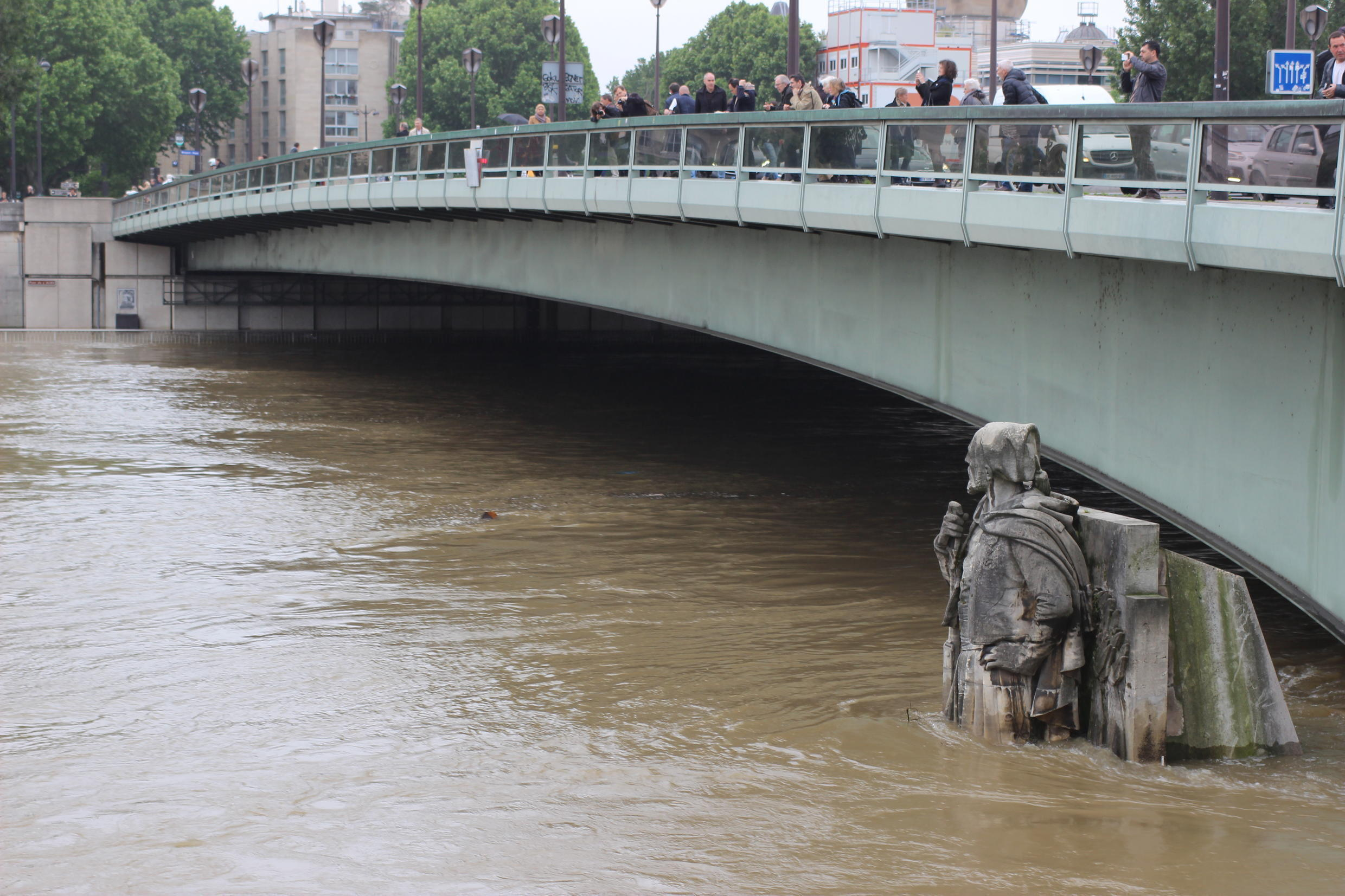 Parisians unofficially use the Zouave (soldier from a regiment in French North Africa) of Alma Bridge to measure flood waters. During the infamous flood of 1910, the Seine rose above his head.