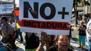 مظاهرة ضد الرئيس نيكولاس مادورو في العاصمة كركاس في شهر آذار/مارس 2017.