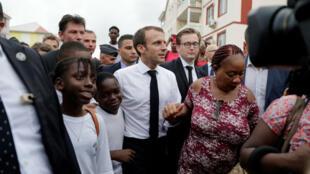 Emmanuel Macron visite Quartier d'Orléans lors de son déplacement sur l'île de Saint-Martin, le 29 septembre 2018.