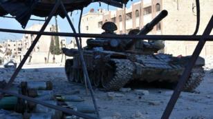 Un tank dans une rue d'Alep-Est, le 27 novembre 2016.
