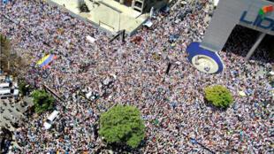 Los partidarios del líder opositor venezolano, Juan Guaidó, participan en un mitin contra el Gobierno del presidente Nicolás Maduro en Caracas, Venezuela, el 6 de abril de 2019.