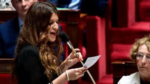 Marlene Schiappa s'adressant aux députés à l'Assemblée, lors d'une séance de questions au gouvernement, le 5 juillet 2017.
