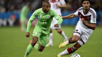صانع ألعاب المنتخب الجزائري، ياسين براهيمي، أمام الألماني سامي خضيرة في مونديال 2014