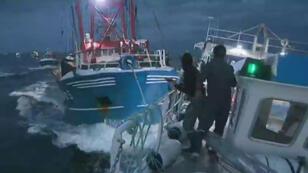 Altercation entre pêcheurs français et britanniques au large des côtes normandes, le 29 août 2018.