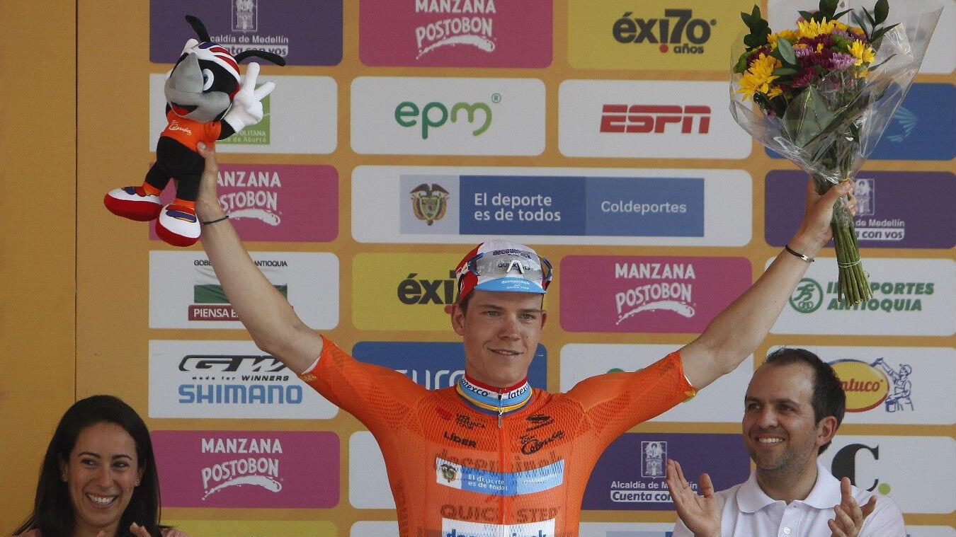 El ciclista luxemburgués Bob Jungels (Deceuninck-Quick Step) con la camiseta naranja de líder provisional del Tour Colombia 2.1, en Medellín, Antioquia, Colombia, el 15 de febrero de 2019