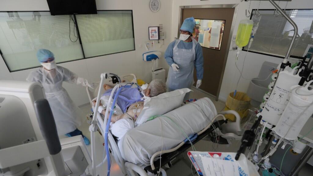 En la última semana, 427 pacientes fueron ingresados a unidades de cuidados intensivos en el país.