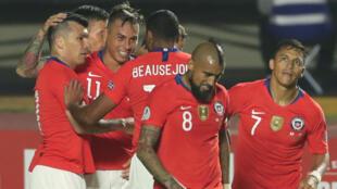 Chile celebra su segundo gol en el Estadio Morumbí, en Sao Paulo, Brasil, el 17 de junio de 2019.
