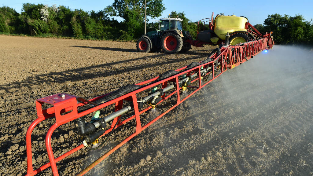 Weedkiller Roundup banned in France after court ruling