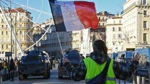 Les Gilets jaunes souhaitent poursuivre leur mouvement, malgré les appels à la suspension suite à l'attaque de Strasbourg.