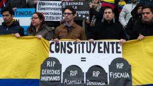Les manifestations contre l'élection de l'Assemblée constituante se sont multipliées devant les ambassades du Venezuela, comme ici à Buenos Aires, en Argentine le 30 juillet.