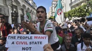 مظاهرة في شوارع العاصمة الجزائرية، في 26 مارس/آذار 2021.