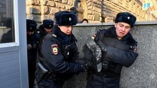 Rights groups in Russia have reported a crackdown on dissent by authorities