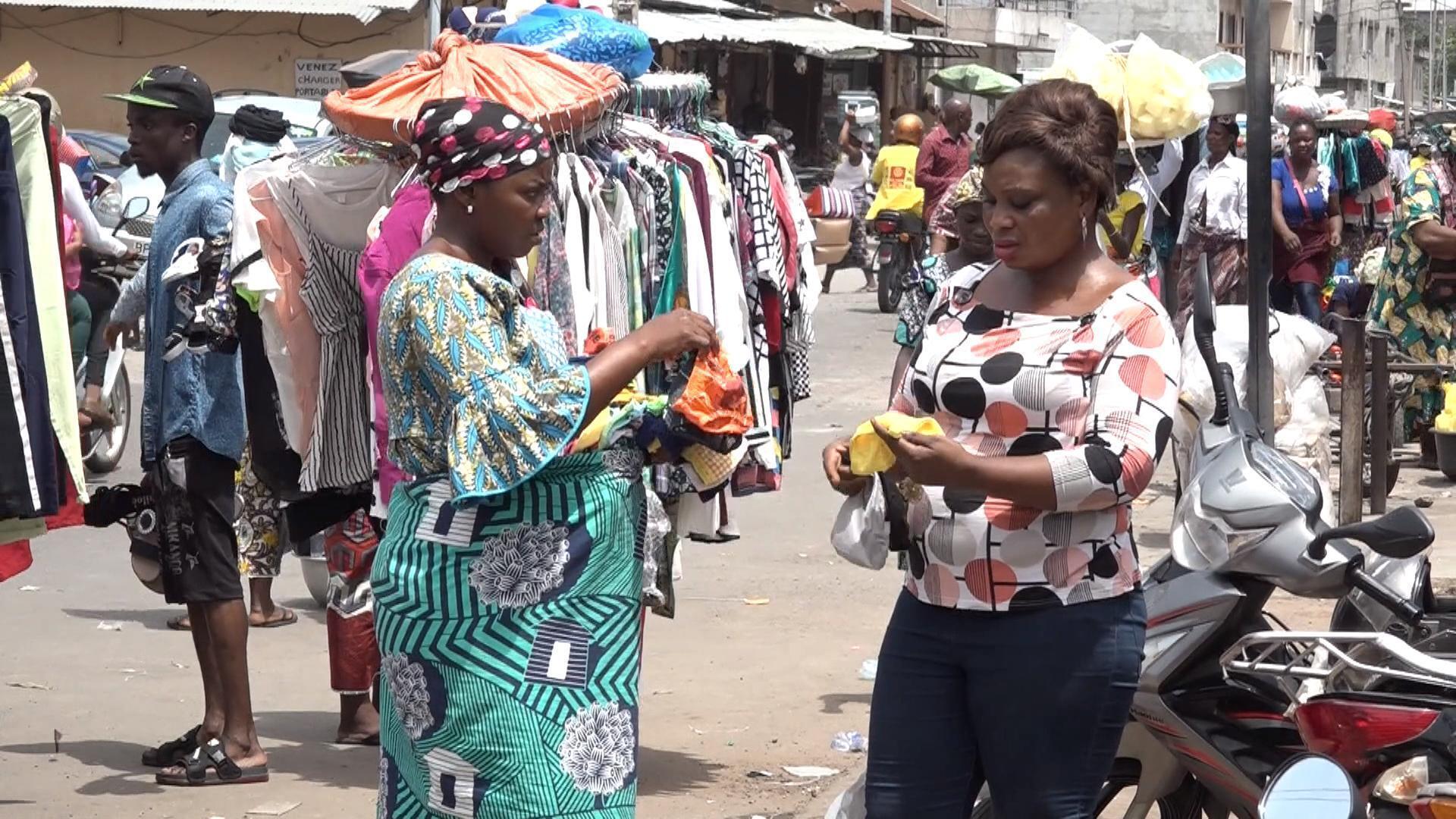 """Le Bénin n'a """"pas les moyens"""" de confiner sa population selon le président Talon."""