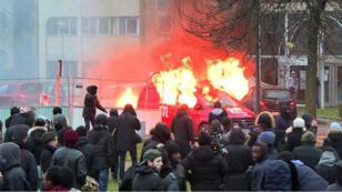 تم إحراق عدد من المركبات من بينها سيارة تابعة لإحدى وسائل الإعلام في منطقة بوبيني 11 شباط/فبراير 2017