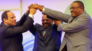 Le président égyptien Sissi, le Soudanais Omar el-Béchir et le Premier ministre éthiopien Desaleign, lundi 23 mars 2015 à Khartoum.