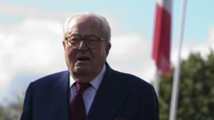الزعيم التاريخي لليمين الفرنسي المتطرف جان ماري لوبان في نانتير في 20 آب/أغسطس 2015