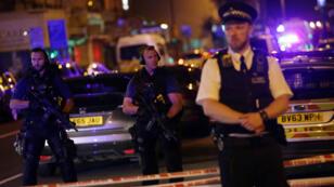 الشرطة تحرس فينسبري بارك بلندن حيث وقعت حادثة الدهس في 19 حزيران/يونيو 2017