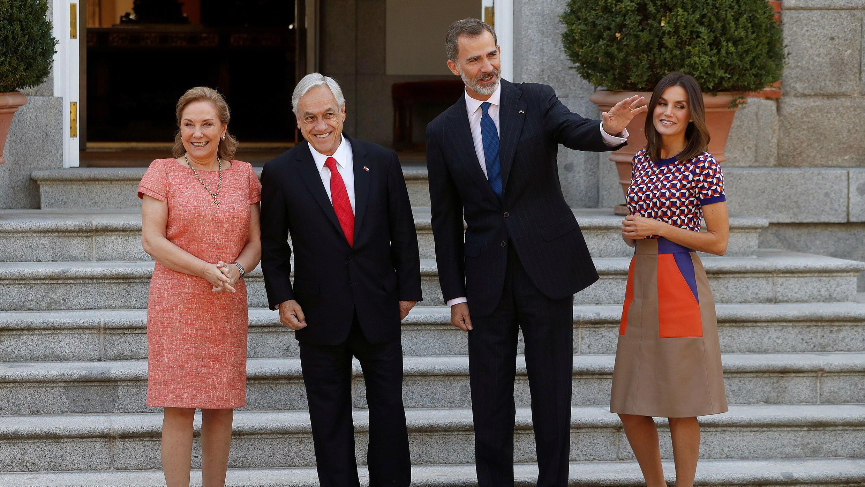 Los reyes Felipe VI y Letizia reciben al presidente de Chile Sebastián Piñera y a su esposa, Cecilia Morel en el Palacio de la Zarzuela, antes del almuerzo ofrecido por los reyes con motivo de la primera visita del mandatario chileno a España, en Madrid, el 9 de octubre de 2018.