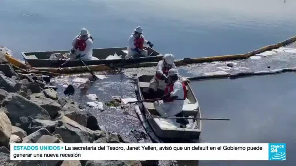 2021-10-05 15:08 Autoridades se apresuran a contener el derrame de petróleo en la costa sur de California