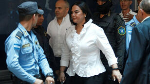 La exprimera dama de Honduras, Rosa Elena Bonilla, llega a una audiencia en su contra el 20 de agosto de 2019.