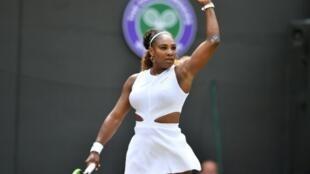 Serena Williams a écarté l'Espagnole Carla Suarez-Navarro en 8e de finale à Wimbledon, le 8 juillet 2019